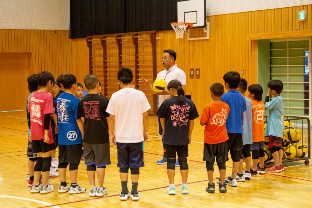 葵小学校ドッジボール部の指導風景です。