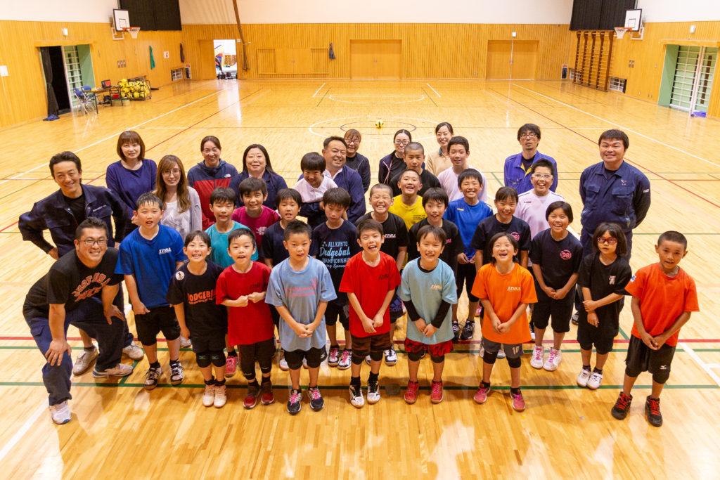 関としはるサポーターの茨城町立葵小学校のドッジボール少年団の皆さん