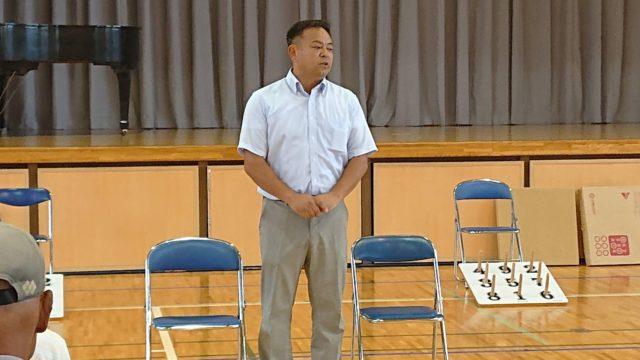 矢頭敬老日笑和会輪投げ大会で関としはるが挨拶しました。